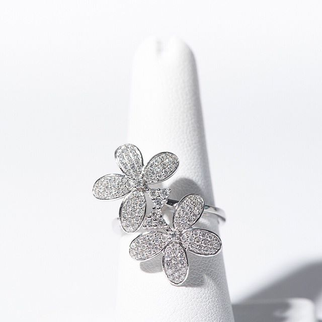 🌸 FLOWER POWER 🌸 Client request for this beauty! Never underestimate our custom work and our ability to source gems like these at @kaufmannjewelers. . . .  #kaufmannjewelers #customjewelry #finejewelry #jewelrydesigner #jewelrydesign #jewelrygram #jewelryaddict #goldsmith #potomac #potomacmd #jeweler #familybusiness #diamondring #engagementring #diamondjewelry #trendyjewelry #jewelrytrends #diamondbracelet #diamondbracelets #cartierlove #bezelsetting #tennisbracelet #diamondlife #diamondjewellery #diamondclub #engagementringideas #diamondgift #diamonddealer #jewelrycustom #vancleef