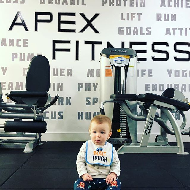 @williesworkouts is ready to pump some iron this morning 🏋🏻♀️ come join him! WAKE UP AND WORKOUT #apexfitnesscr #baby #fitness #weighttraining #ironparadise #williesworkouts #younglegend #lift #fitness #babiesofinstagram