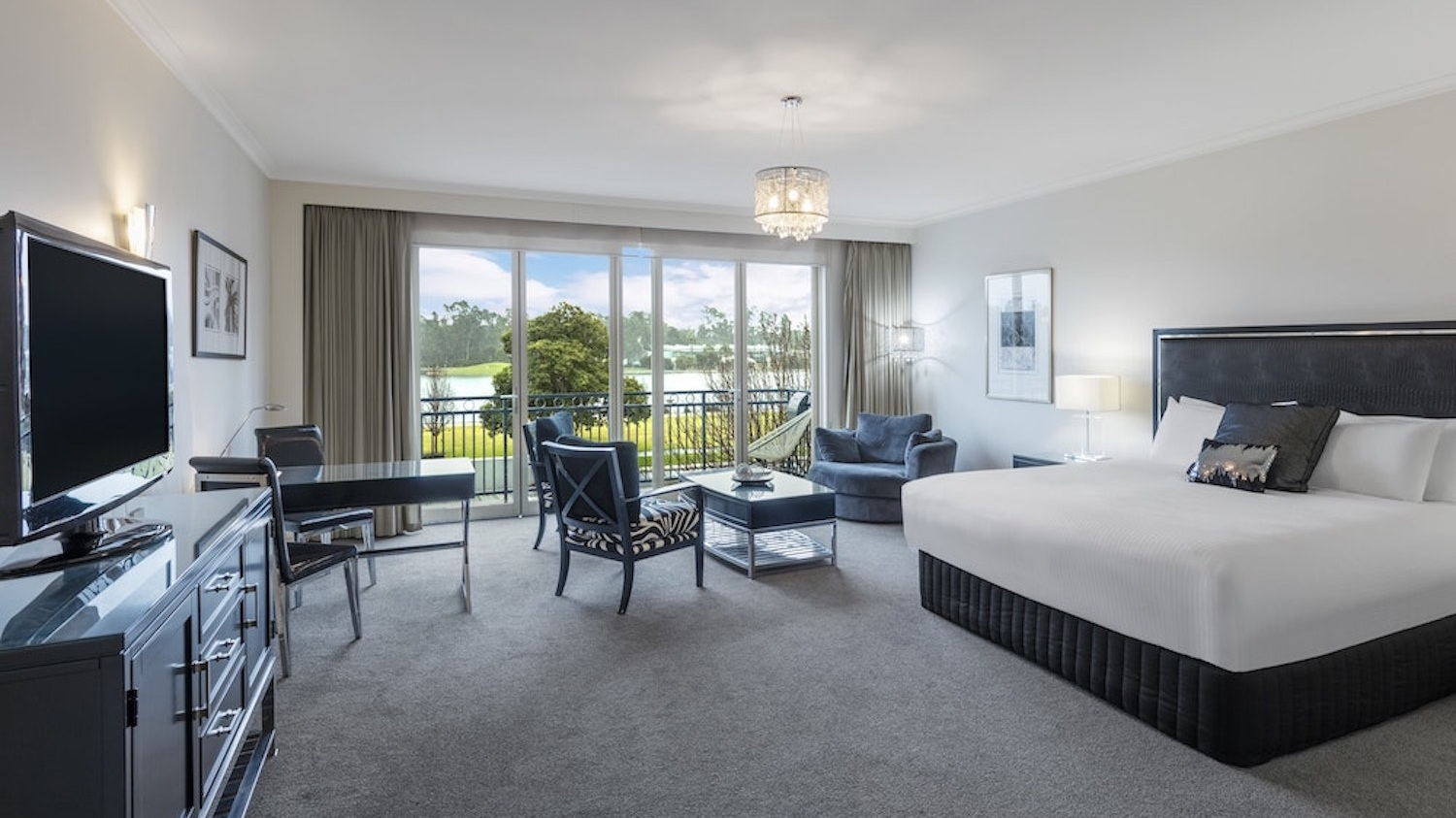 Executive Suite - 1 x KING BED • MAX 2 GUESTSA spacious, elegant suite with sweeping views across to Victoria Park Lake.