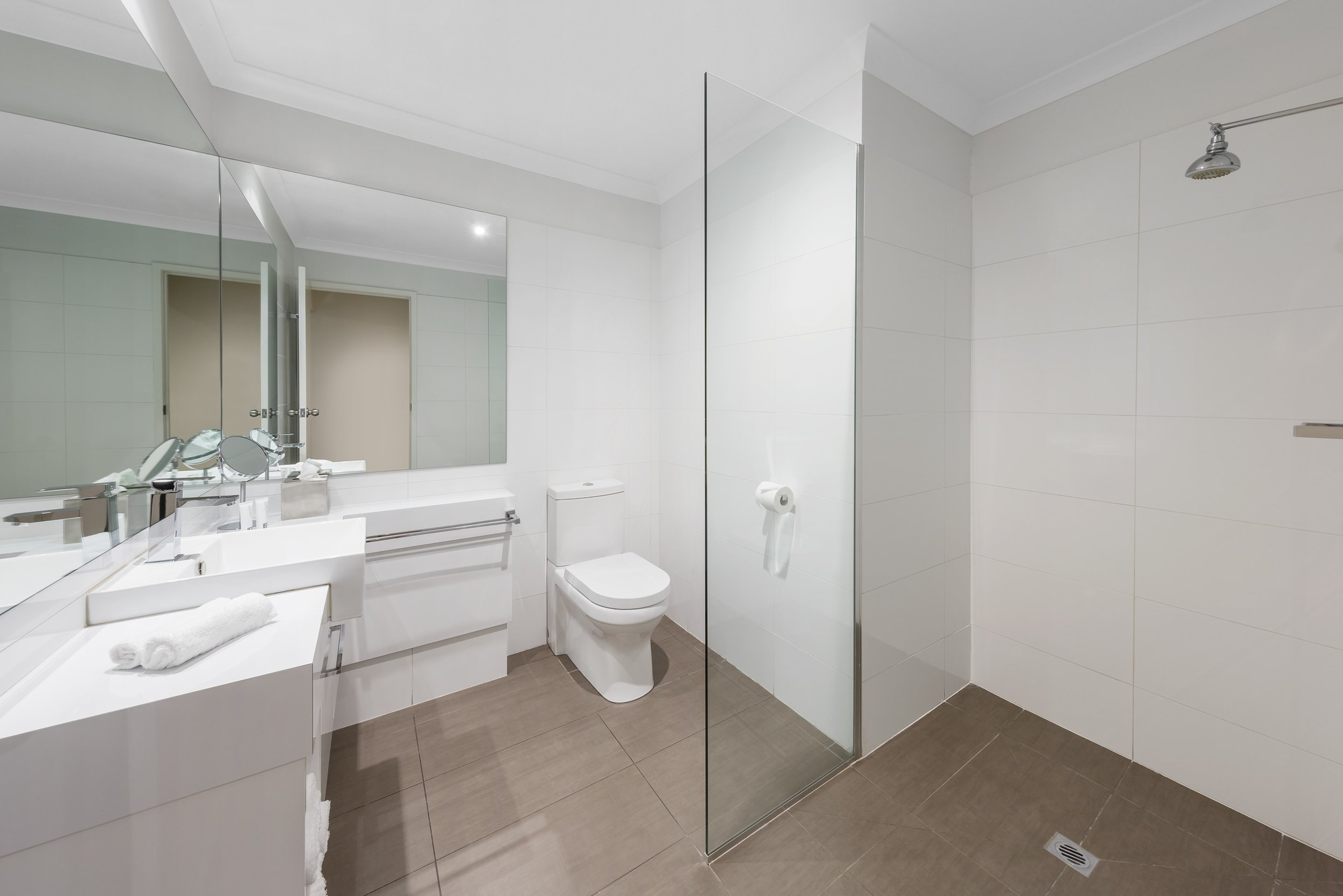best-western-plus-the-carrington-shepparton-hotel-accommodation-deluxe-king-1.jpg