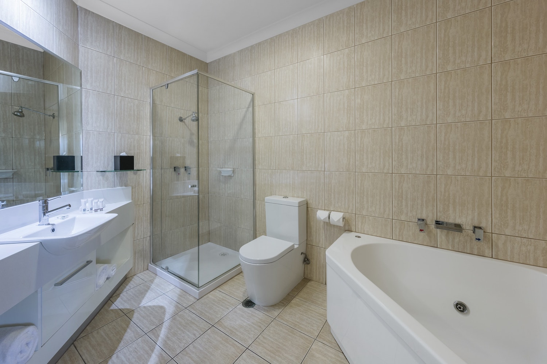 best-western-plus-the-carrington-shepparton-hotel-accommodation-executive-spa-1.jpg