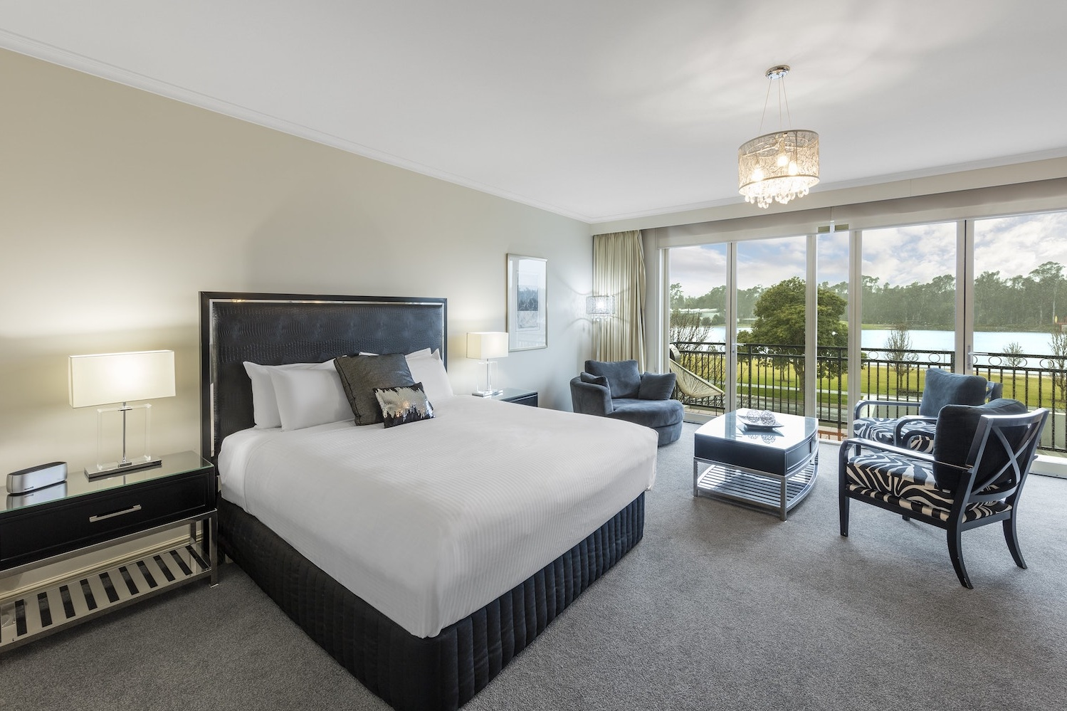 best-western-plus-the-carrington-shepparton-hotel-accommodation-executive-suite-1.jpg