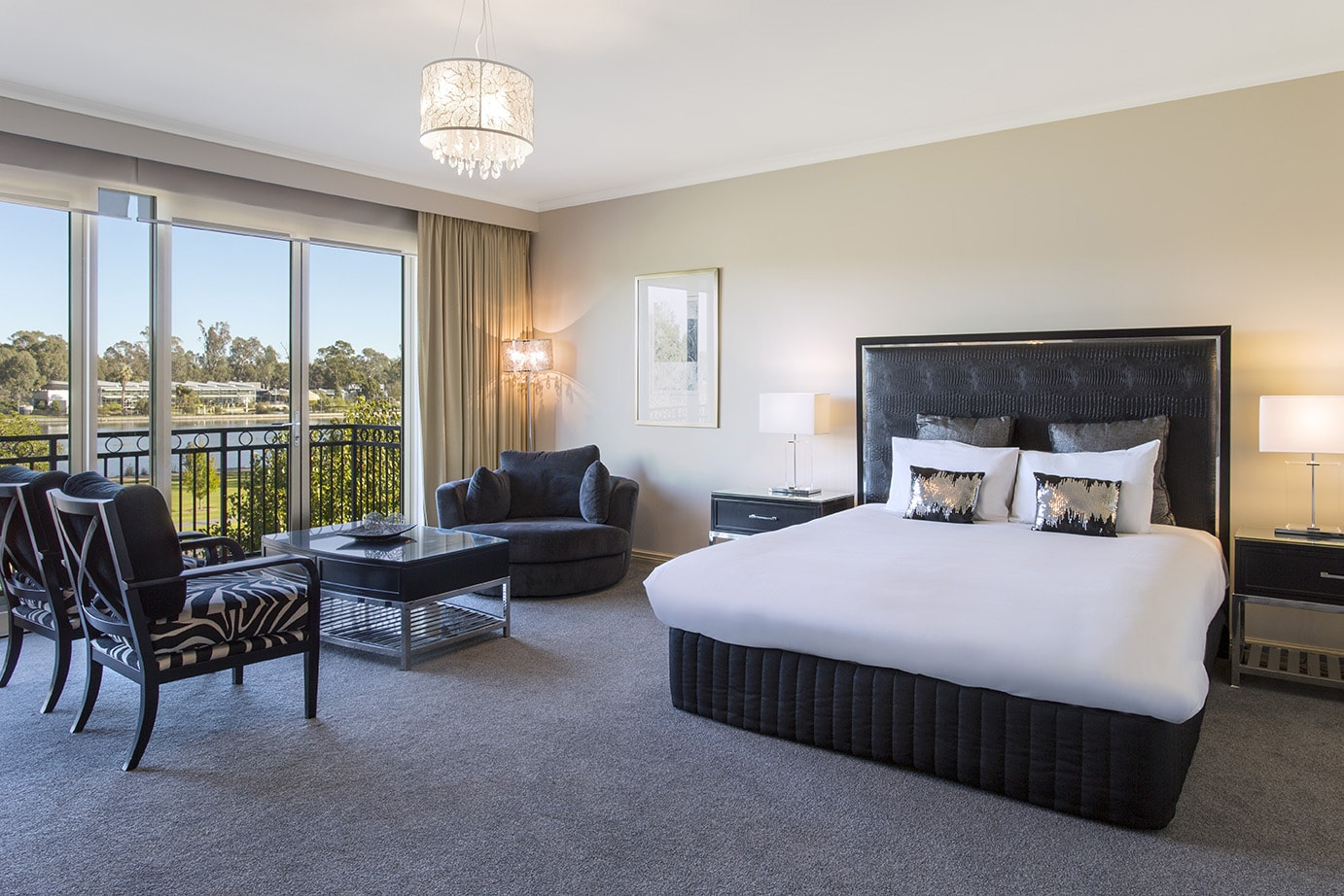 best-western-plus-the-carrington-shepparton-hotel-accommodation-executive-suite-2.jpg