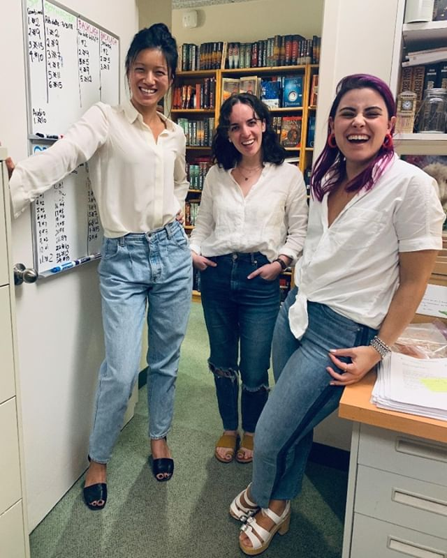 did ya get the memo - - - #literaryagent #matchingoutfits #whiteshirt #jeans #ootd #classic #workplace #chic #matching #bookstagram #bookshelf #memo #coolkids #publishing