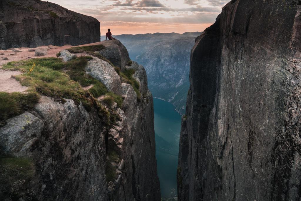 Kjerag-viewpoint-landscape-1024x683.jpg