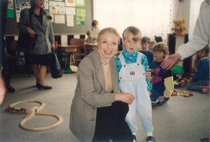vera_with_bosnian_child.jpg