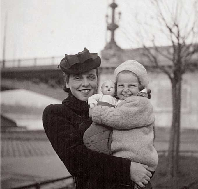Vera and her mother in Budapest