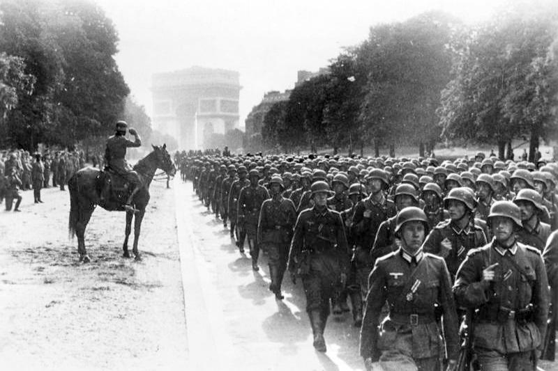 Bundesarchiv_Bild_183-L05487%2C_Paris%2C_Avenue_Foch%2C_Siegesparade.jpg