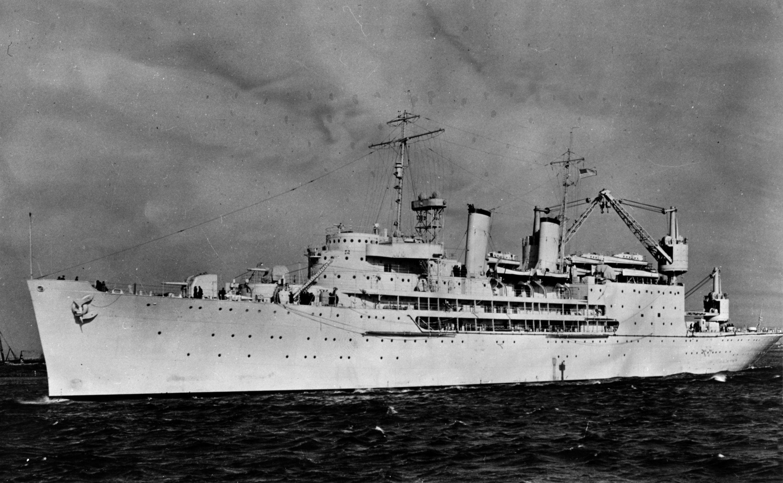 USS_Curtiss_(AV-4)_in_1940_(NH_55535).jpg