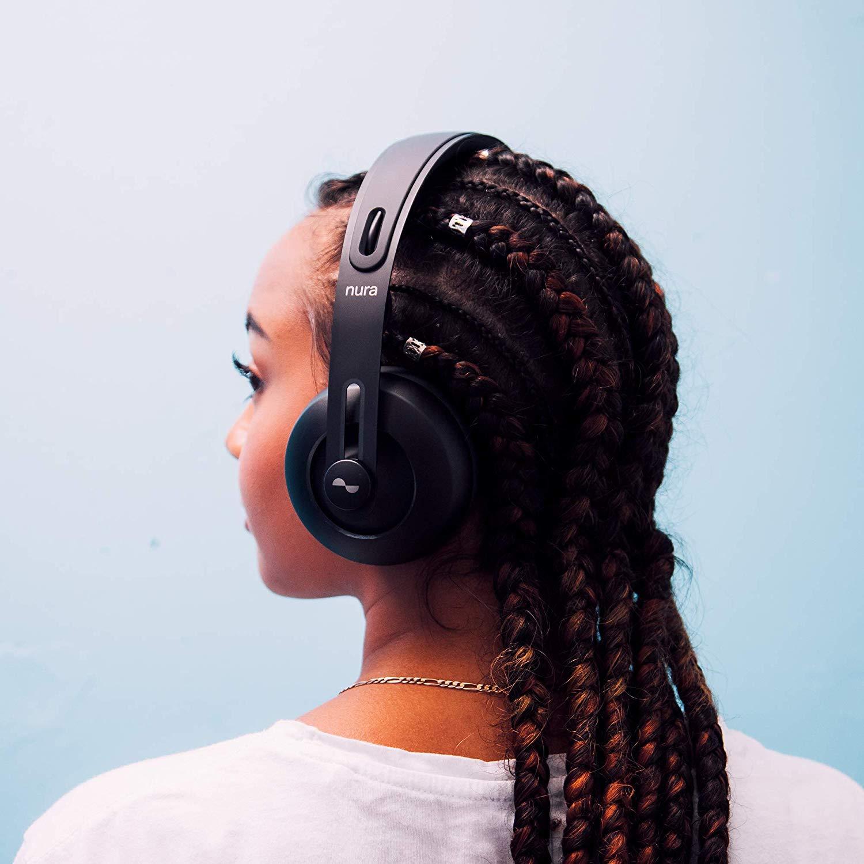 Nuraphone kabelloser Kopfhörer - Der nuraphone ist ein kabelloser Over-Ear Kopfhörer mit Ohrstöpseln. Er passt sich mit Hilfe von otoakustischer Emission automatisch der Art und Weise an wie du Musik hörst.• Active-Noisecancelling• Einstellbarer Bass• 4 externe Mikrofone für Sprachanrufe• Kostenlose iOS und Android App