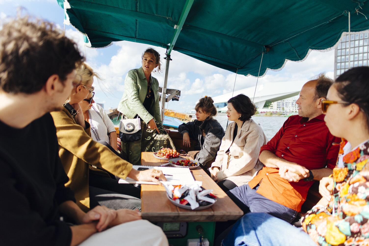 In gesprek met cultureel antropoloog Marleen de Witte op de vluchtelingenboot 'Gamela' van Rederij Lampedusa