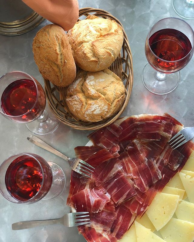 One of our #partnersinwine @imsimplyb is living her best life over in Madrid for the holiday weekend! Red wine and charcuterie? YES PLEASE! What are your plans for the holiday weekend? #labordayweekend #PIWInternational #madrid