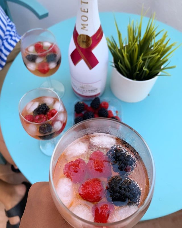 The only labor we want to be doing on this day is poppin' bottles! Happy Labor Day, Partners! 📸: @imsimplyb