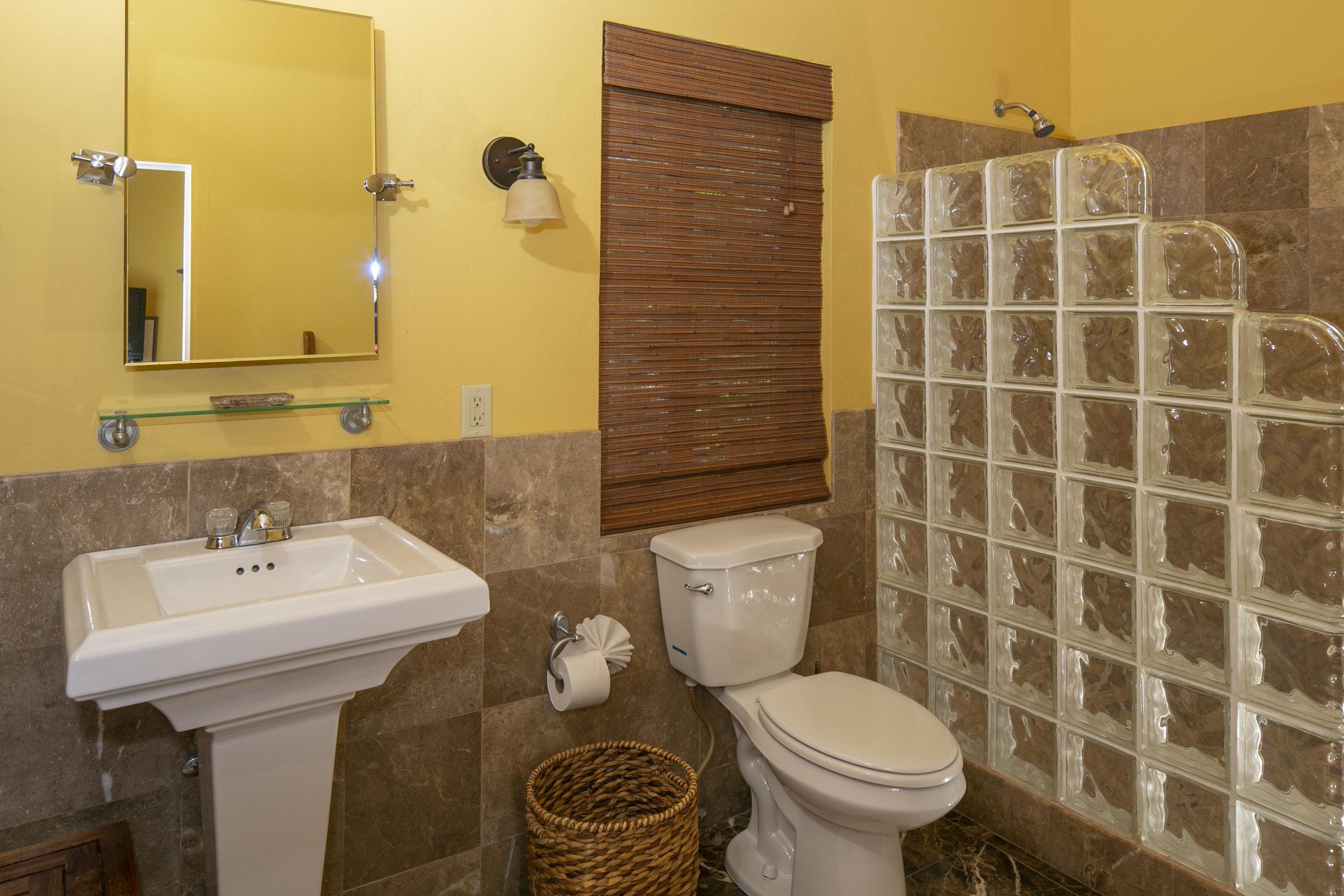 9a - Master en-suite bath.jpg
