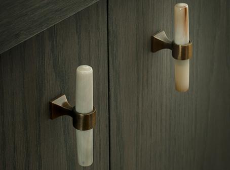 Hardware cabinet door knobs