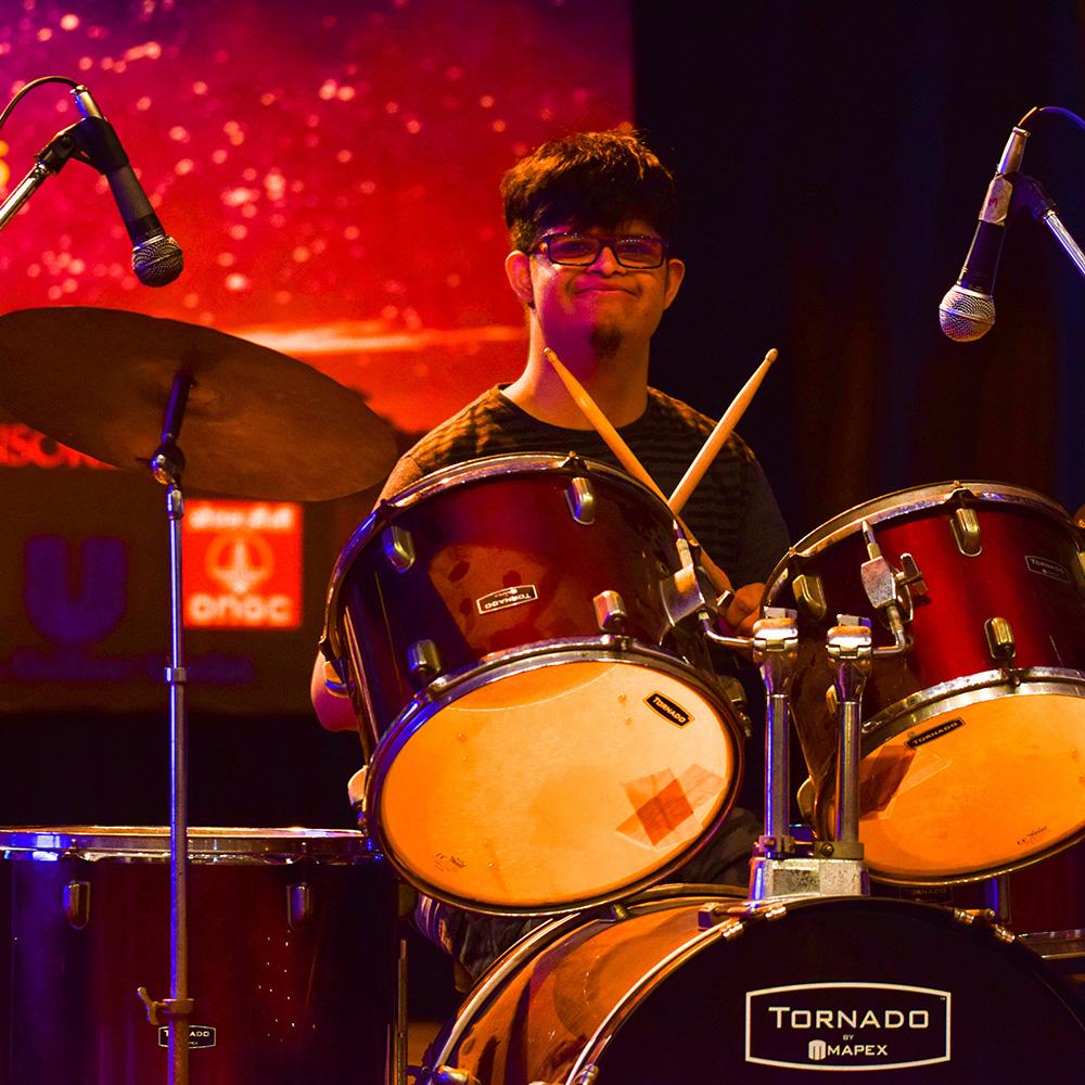 3-Jijo_drumming_1.jpg