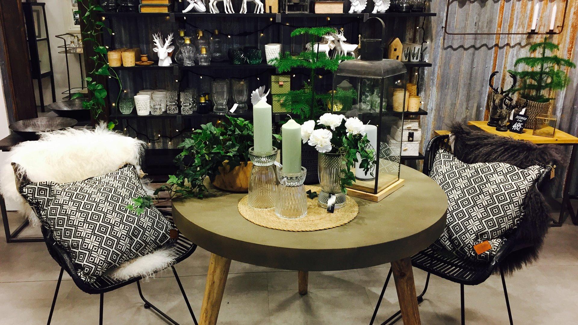 inredningsbutik - Välkommen till vår inredningsbutik i Möckelö! Hos oss hittar du bl.a. möbler, textiler och trädgårdsprodukter.