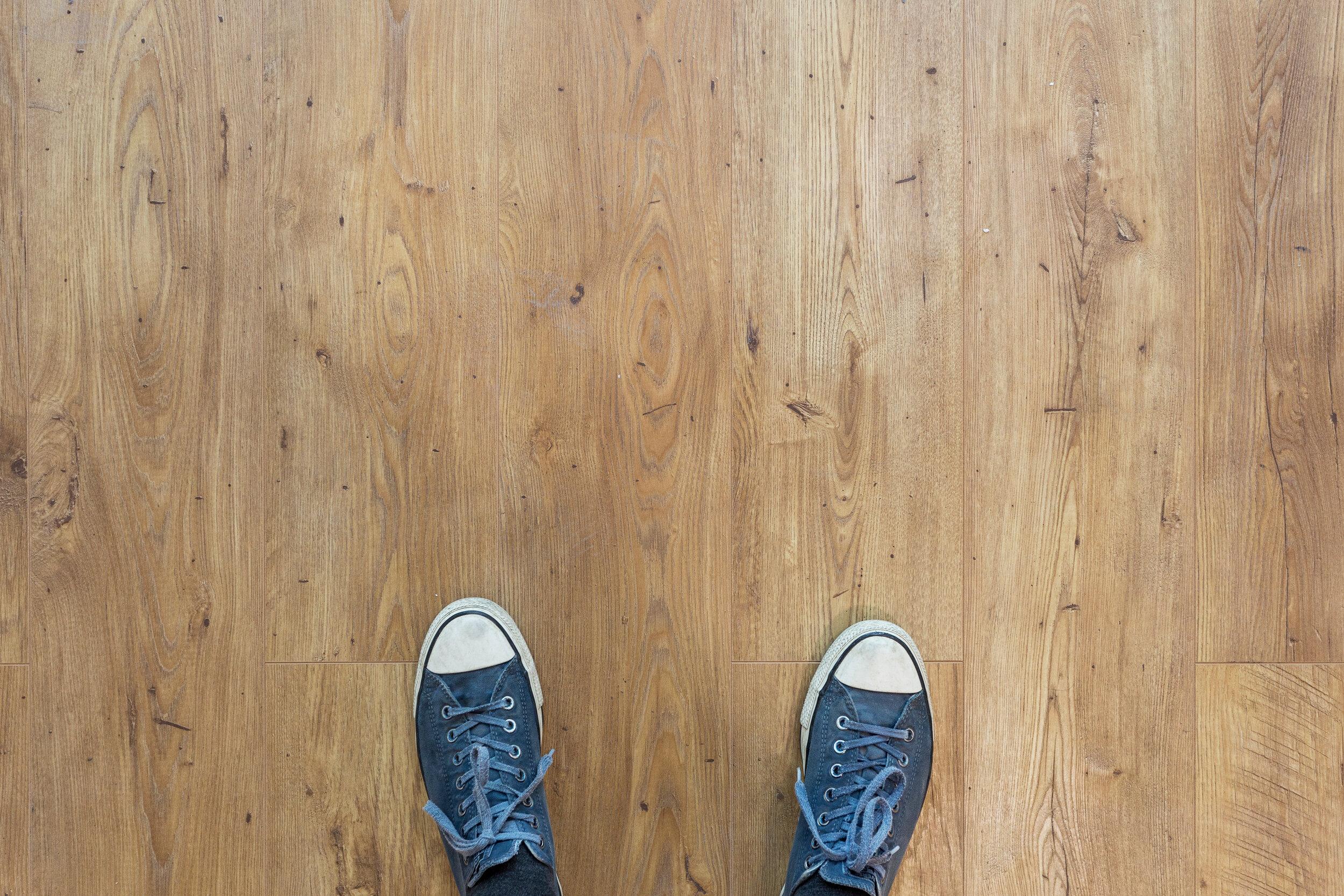 en investering som lönar sig - GOLVSTÄDNINGRena och blanka golv underlättar den dagliga städningen. Ett välskött golv ger även ett professionellt intryck av ditt företag. Vi har specialistkunskap för att ta hand om alla typer av golv.