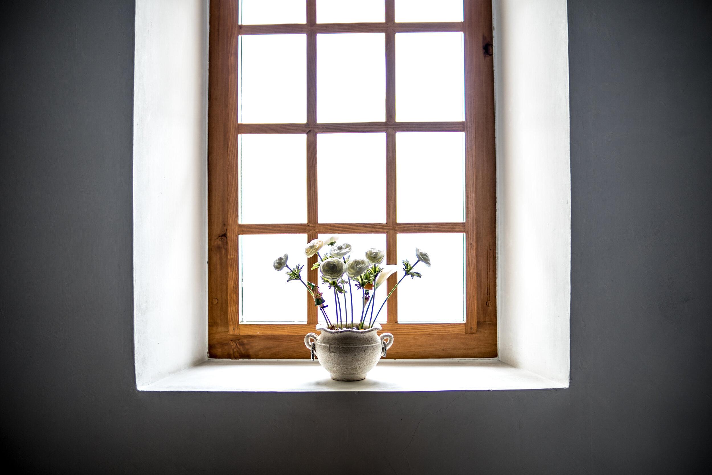behöver dina fönster tvättas? - FÖNSTERTVÄTTRena fönster är lika viktigt som en ren lokal. Vi tvättar fönster i hus och lägenheter, kontor, butikslokaler, kyrkor, skolor. Har du fönster som är i behov av att tvättas? Ring oss!