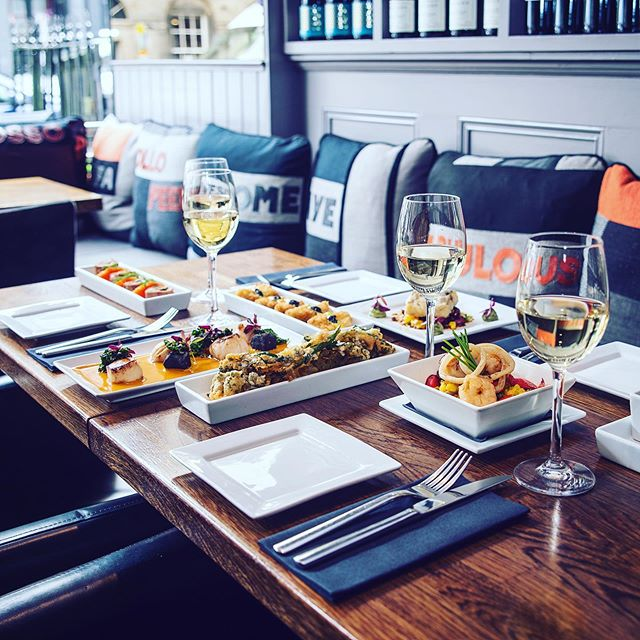 At ROLLO we love to share! A meal with loved ones goes best when sharing our bites as a starter, or mix and match our dishes across the menu and get tapas inspired! Why have one when you can treat yourself to a fabulous variety! Here's some of our favourites.... ☺️🍽🥂❤️😍 #fabulousrollo #barrollo #hellodarling #scallops #paella #veal #cheekymonkfish #hake #tempurabrocolli #delicious #tapasinspired