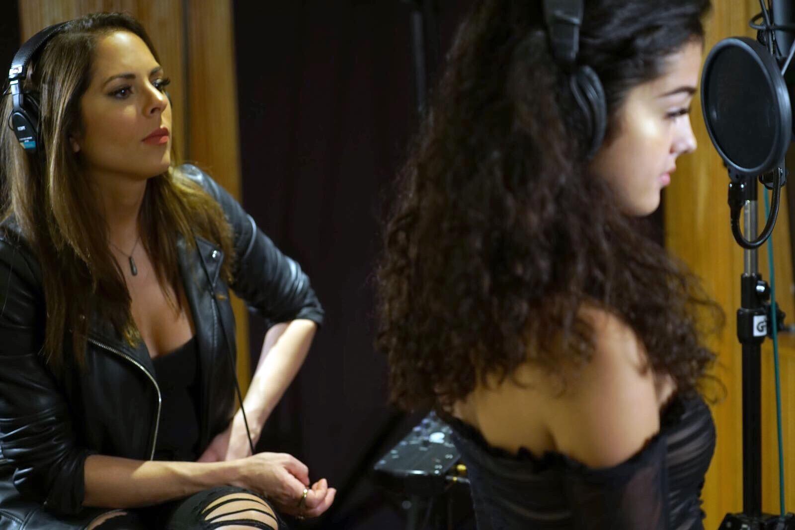In-Studio w/ Artist & Influencer Malu Trevejo