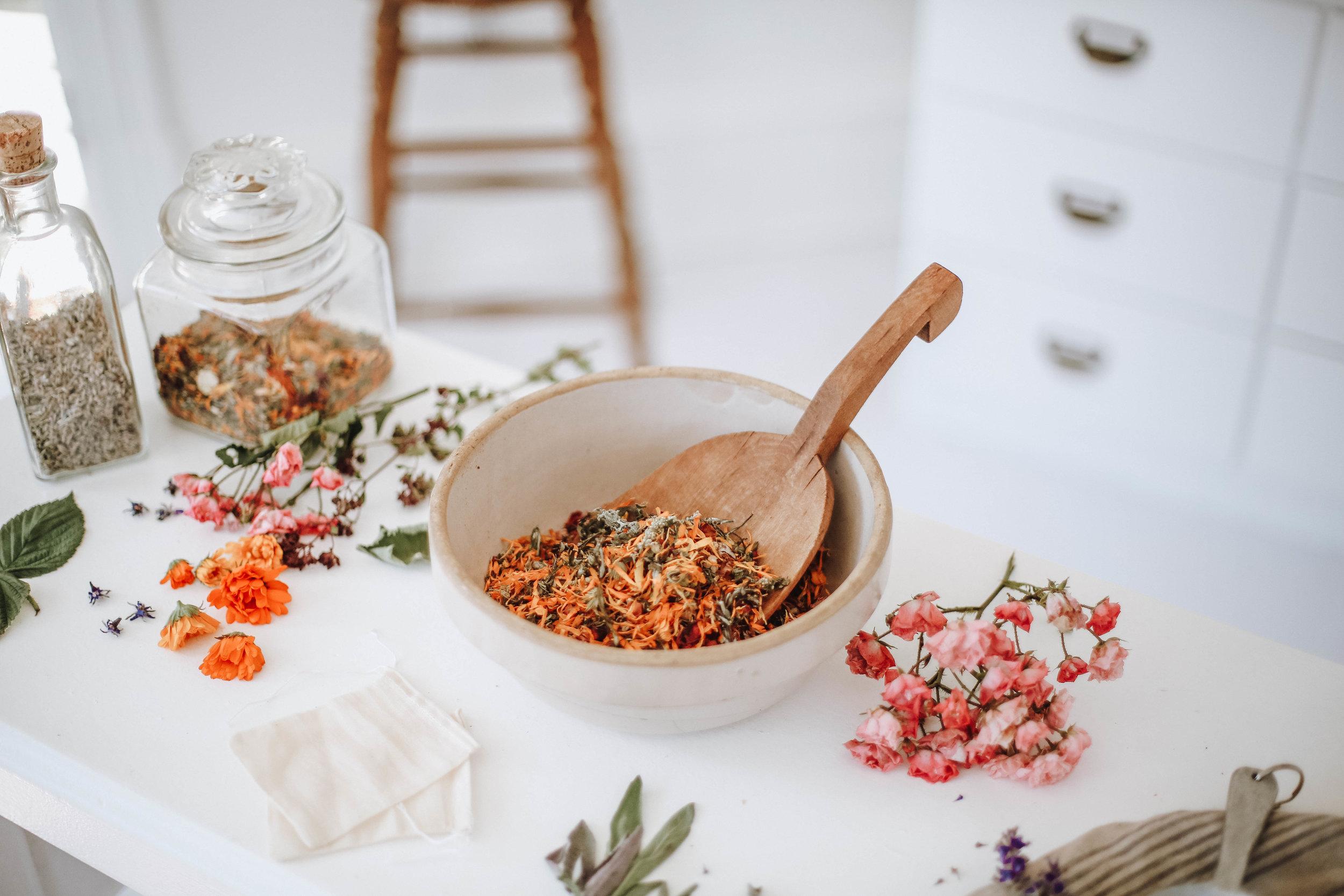 vaginal steam herbs / herbal pelvic steam