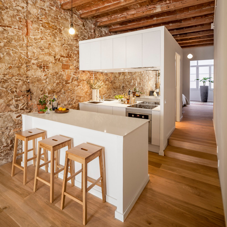 Renovated-apartment-in-Les-Corts-by-Sergi-Pons_dezeen_sq.jpg