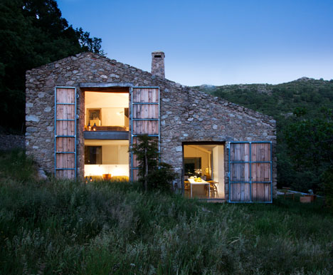 dezeen_Off-Grid-Home-in-Extremadura-by-Abaton_1.jpg
