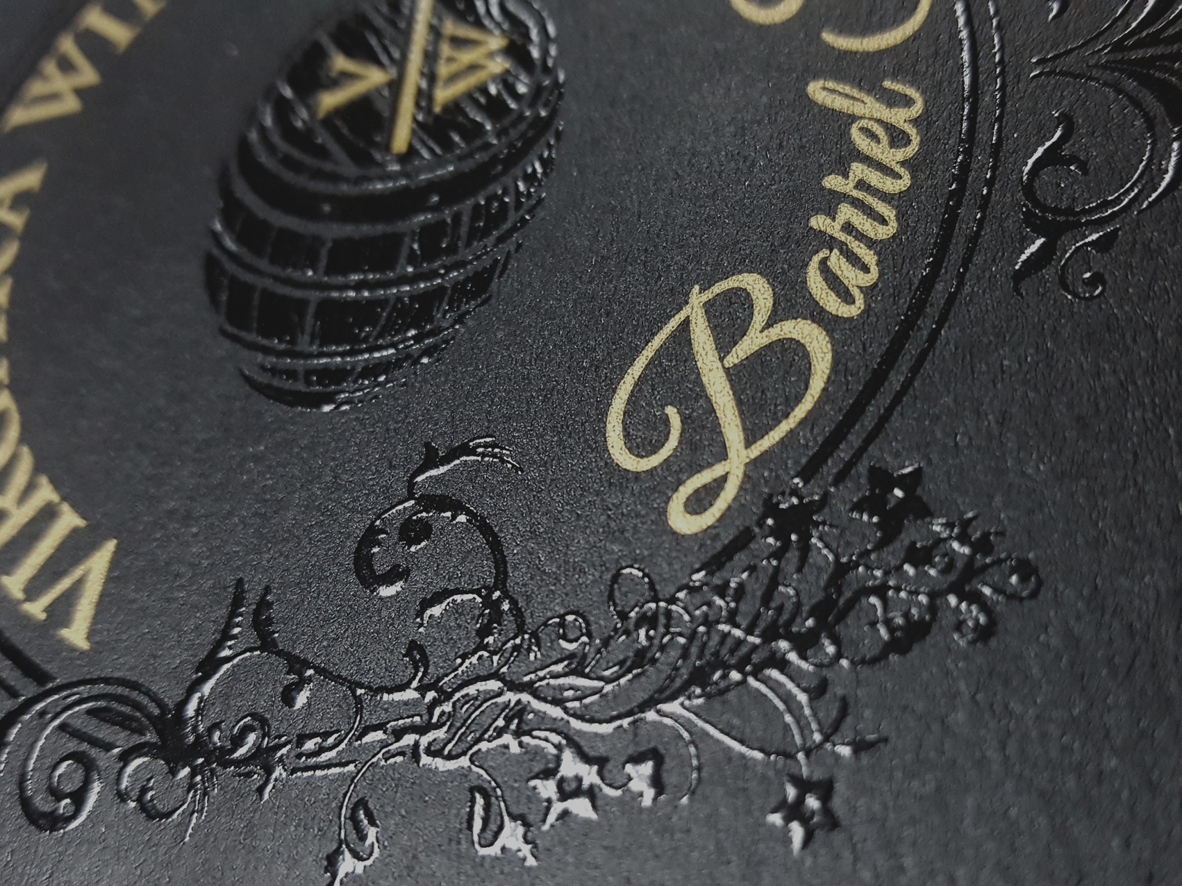 HIBUILD VARNISH - Hibuild varnish work to add a 3D textural effect to your label, without the limitations of an emboss. Perfect for finer details, or to add an extra pop to your branding or an image element.