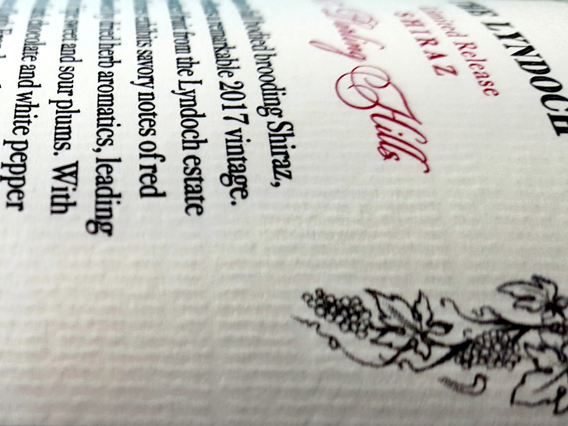 GRAINS - Embossing can also to be used create grain effects on labels, to simulate uncoated paper stocks or to add a specific texture to a finished label.