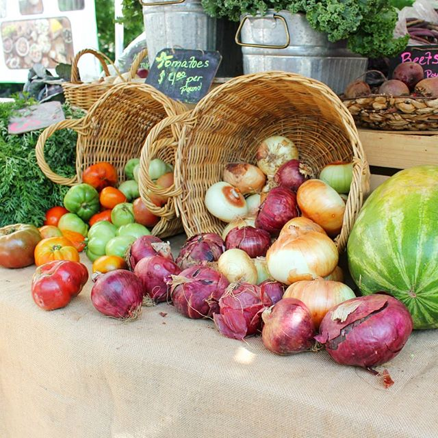 #Protip for navigating a farmer's market like a chef: DON'T shop for a specific recipe. Check out my IG stories today to find out why and for more pro tips from Chef Nick Anderson of City Winery (@citywineryatl). Are you planning a trip to a farmer's market this weekend? If so, which one are you going to? . . . #tomatoes #tomatoseason #farmersmarket #freedomfarmersmarket #atlantafarmersmarket #freshproduce #shoplocalatl #localfarmers  #eatwelllivewell #huffposttaste #buzzfeedfood #f52grams #feedfeed #spoonfeed #atlantarestaurants #heresmyfood #exploreatl #atlfoodie #yelpatlanta #featcbatlanta #zagatatlanta #eateratlanta #annafeasts #citywinery #citywineryatl