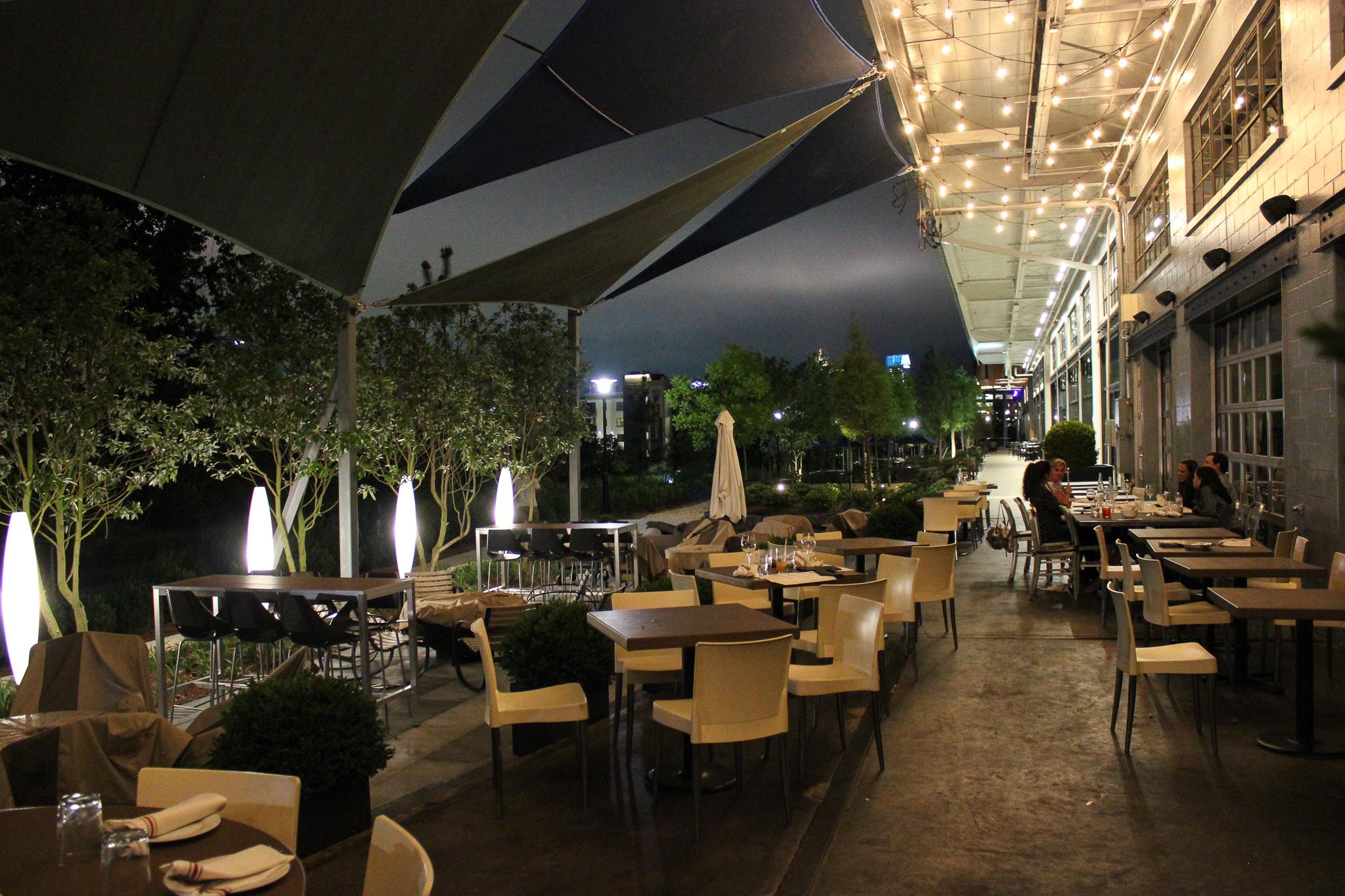 The outdoor patio at Two Urban Licks, overlooking the Atlanta Beltline (c) Anna Lanfreschi