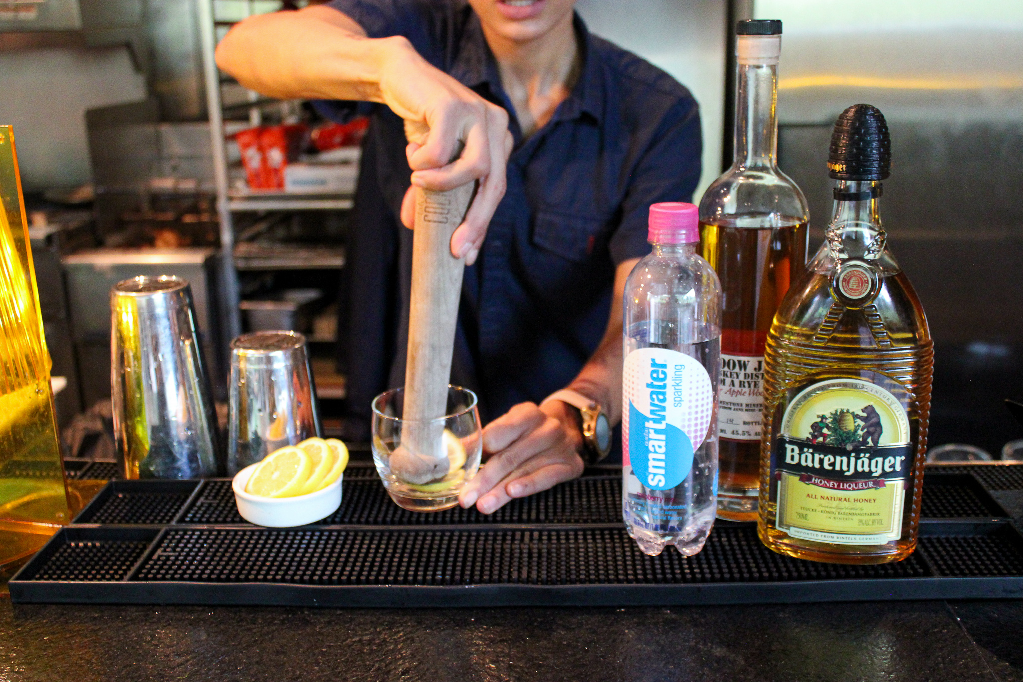 Fresh lemon slices and a honey liqueur make the bourbon smash lighter on calories (c) Anna Lanfreschi