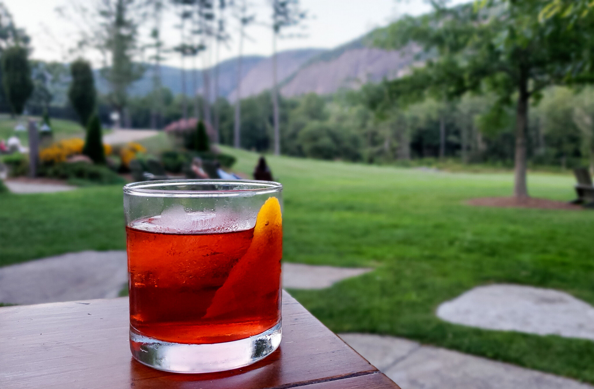 Cocktails with mountain views at Canyon Kitchen in Cashiers (c) Anna Lanfreschi