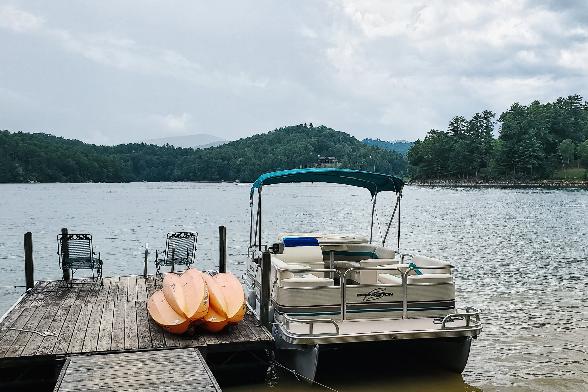 Lake Glenville, North Carolina, where you can boat and kayak (c) Anna Lanfreschi