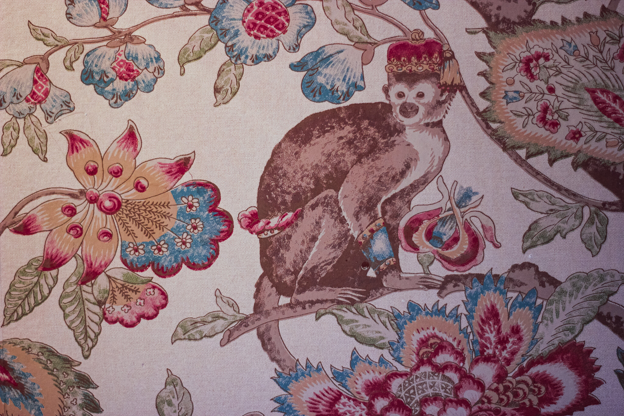 The wallpaper inside the Kipling Suite at the Innisfree Bed and Breakfast (c) Anna Lanfreschi