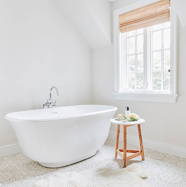 """Simplicity is the ultimate sophistication.""⠀⠀⠀⠀⠀⠀⠀⠀⠀ -⠀⠀⠀⠀⠀⠀⠀⠀⠀ Fine words from Leonardo da Vinci that still hold true, particularly in design and for this #whiteandbright master bath.⠀⠀⠀⠀⠀⠀⠀⠀⠀ -⠀⠀⠀⠀⠀⠀⠀⠀⠀ Looking to adapt this same kind of feel for a particular space in your house? Apply for the #mackenzieco casting call for complimentary design services from our incredible team. Head to the link in our profile and choose ""Casting Call Application"" for all the details!"