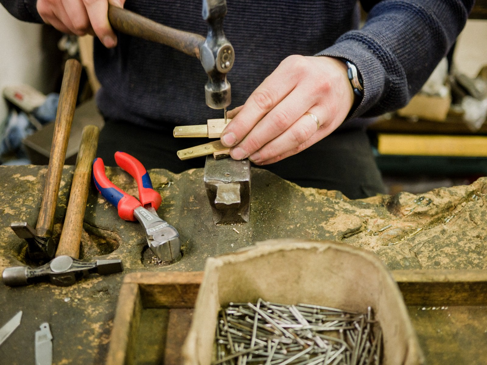 Sheffield Pocket Tool Hammering handle © The Level Collective.jpeg