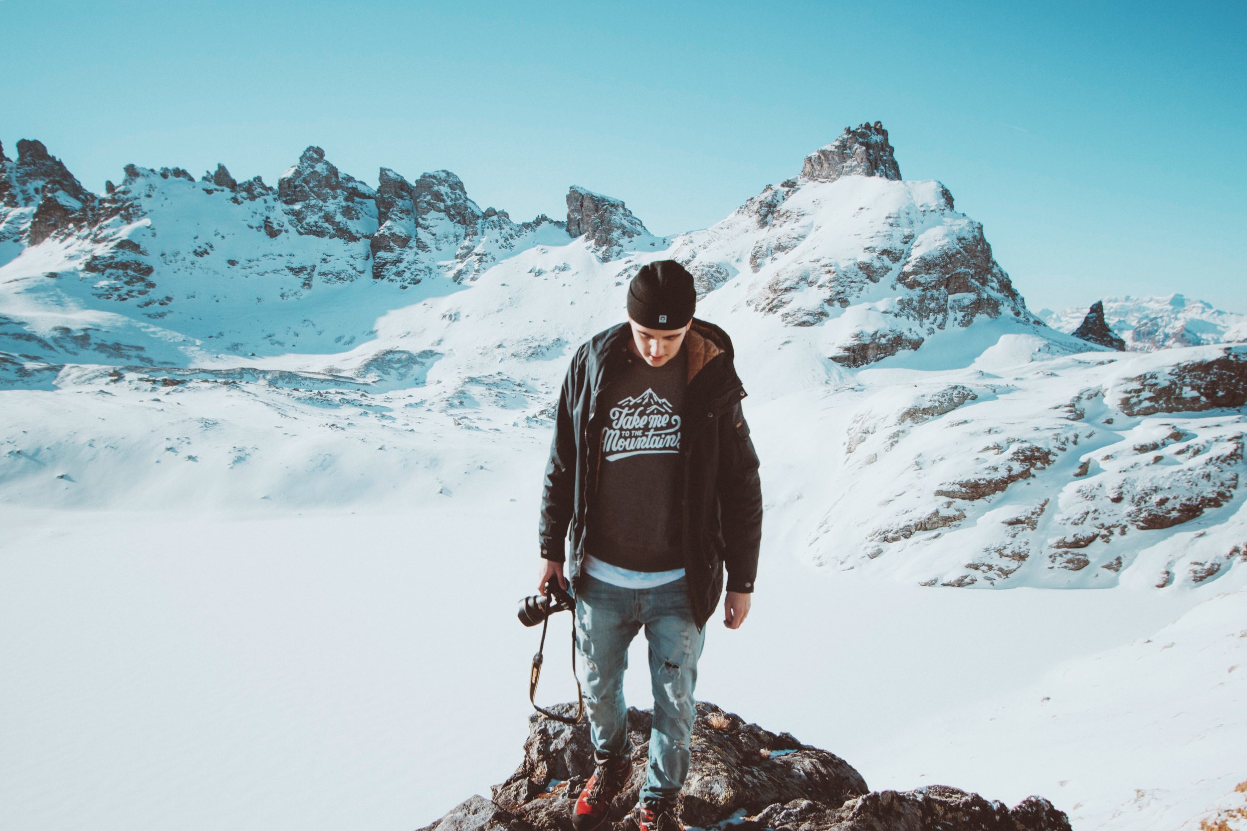 Take me to the mountains sweater Jongl © THE LEVEL COLLECTIVE.JPG