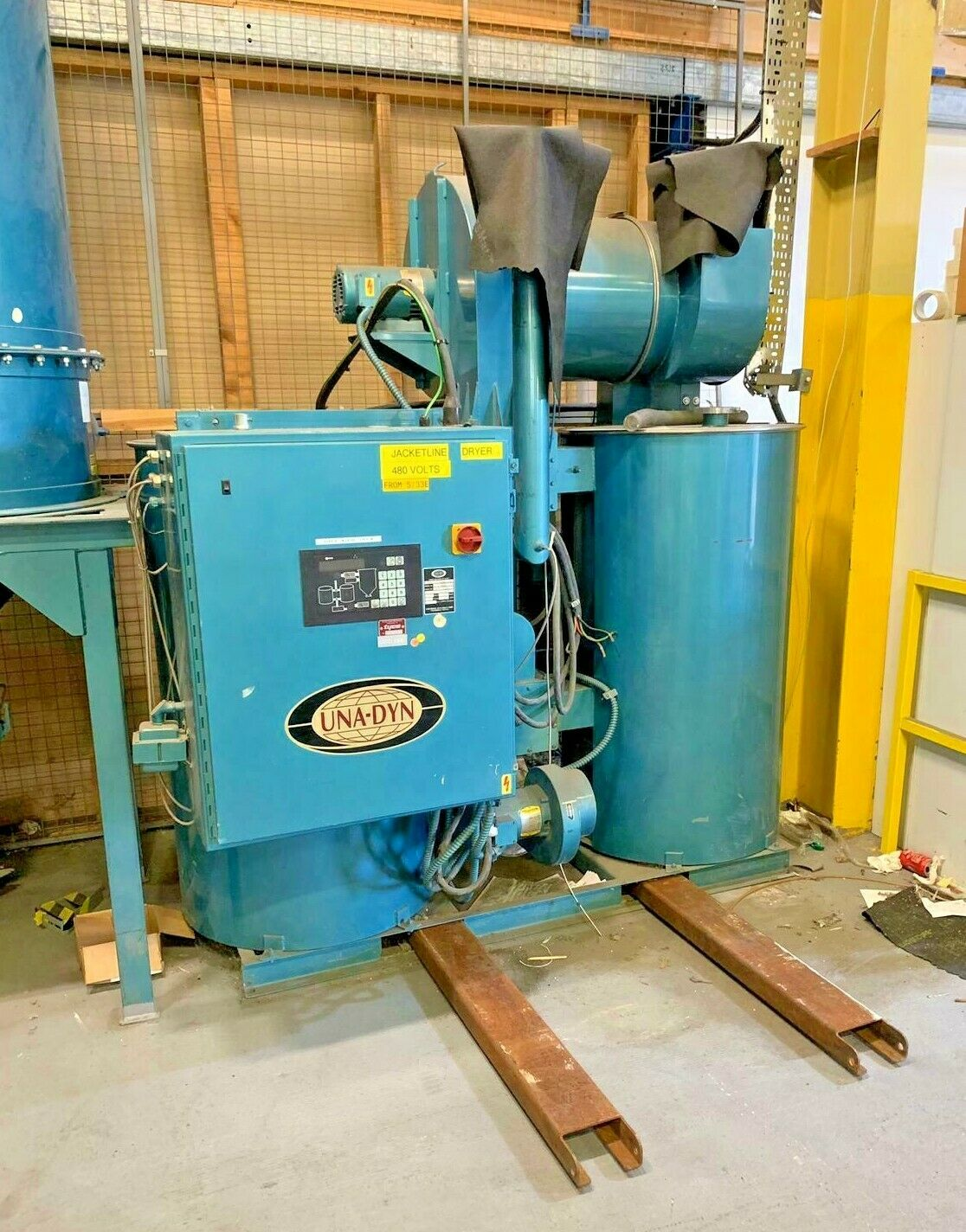 UNA DYN DHD-15 Dehumidifier Hopper Dryer - Used - Industrial Injection Moulding Dryer Machine. Model DHD-15 / 460 Volts3 Phase / 60 Cycles - 55 AmpsThis machine has barely been used and is in excellent working order