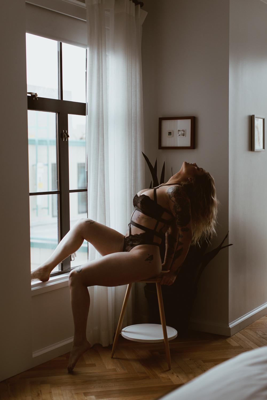washington-dc-line-hotel-unique-dark-moody-boudoir-photography-3.jpg