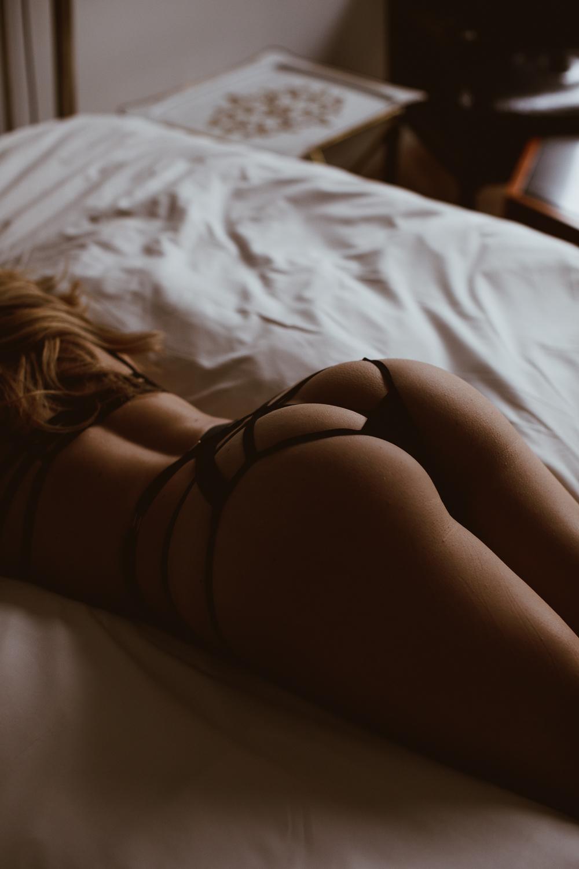 washington-dc-adams-morgan-line-hotel-dark-moody-boudoir-photography-18.jpg