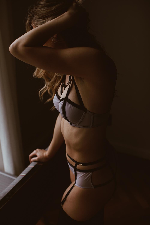 washington-dc-adams-morgan-line-hotel-dark-moody-boudoir-photography-29.jpg