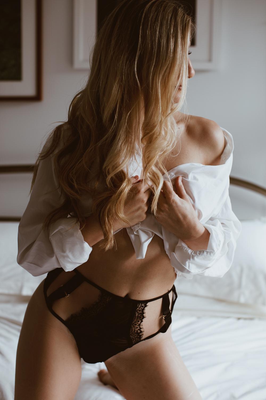 washington-dc-adams-morgan-line-hotel-dark-moody-boudoir-photography-49.jpg