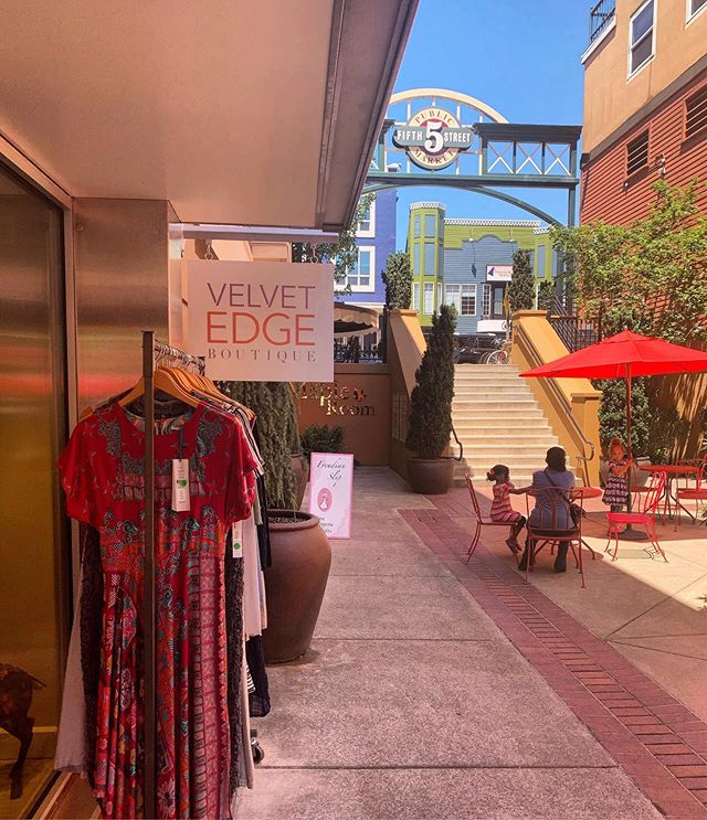 🌷☀️What's happening THIS WEEKEND at the 5th Street Public Market?  Join us for:  Thursday, 5 to 7 pm 🎶 Music in the Eateries: Greg Nestler– free entry Thursday to Sunday 🛍 SIDEWALK SALES at many fashion stores, including: gilt + gossamer, Freudian Slip, Velvet Edge Boutique, Will Leather Goods boxcar + many more!  Friday, 6 to 8 pm 🎺 Healthy Moves Grassroots to Blues event in the Eateries • Free & fun for all ages.  Friday to Sunday 🌍 Swahili Global Mamas Trunk Show!  Friday + Saturday evenings 🥂 LIVE music at Sweet Cheeks on 5th