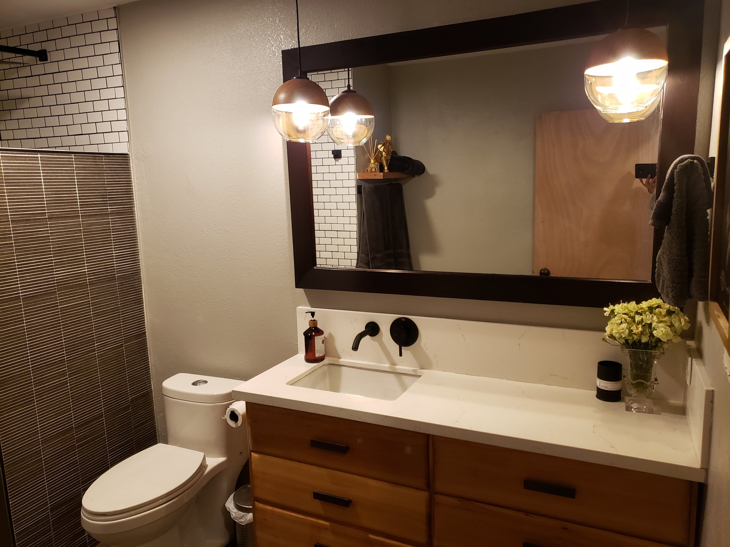 Bathroom 0.jpg