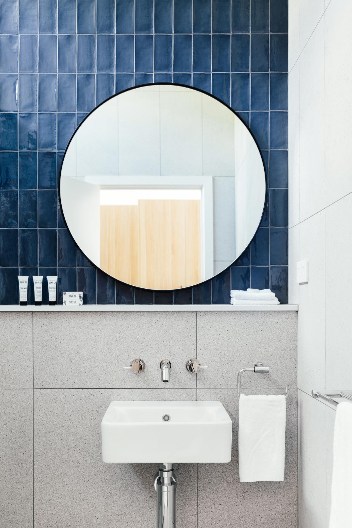 lorne_hotel_hotel_room_bathroom_1.jpg