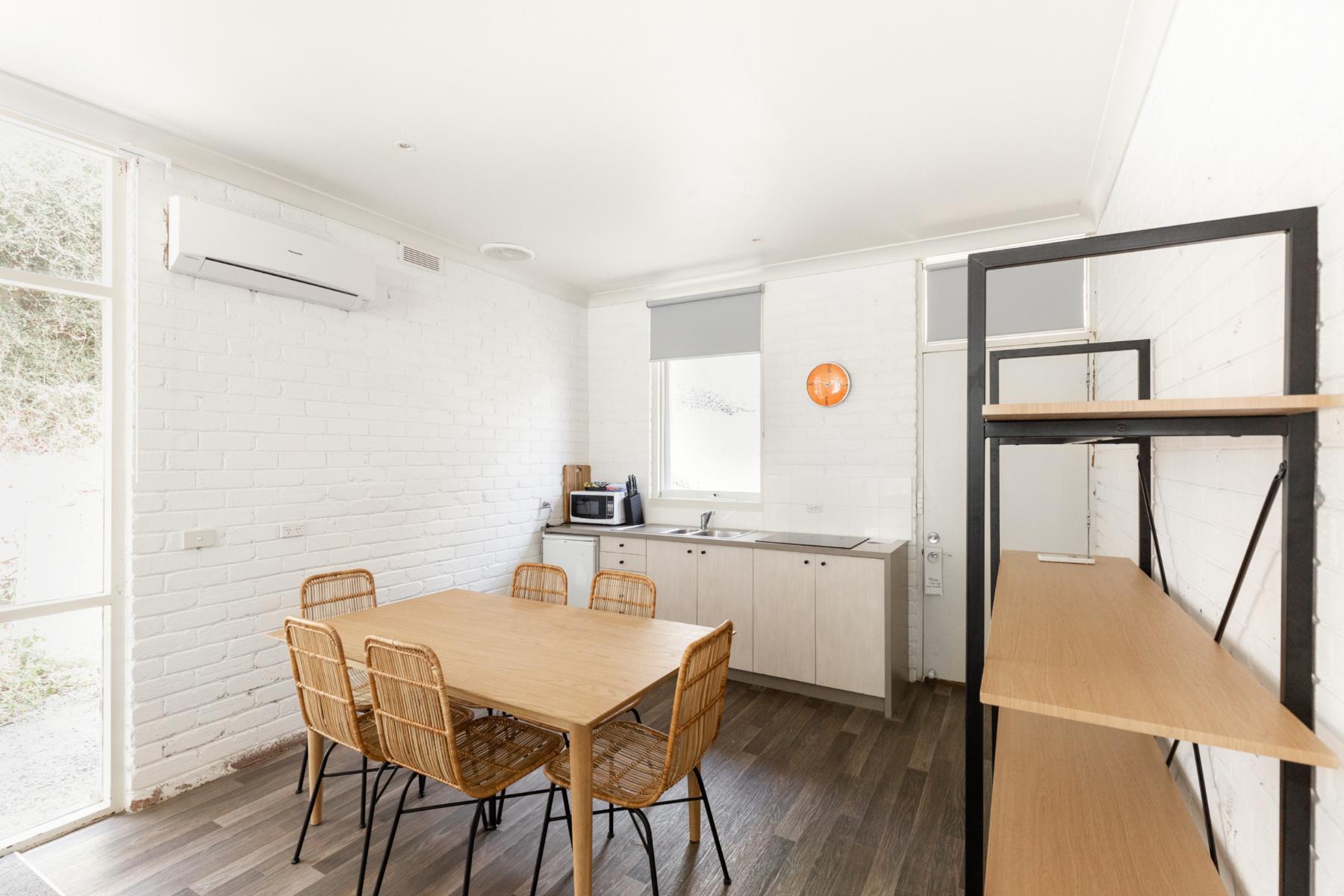 Lorne_Hotel_unit_kitchen_landscape.jpg