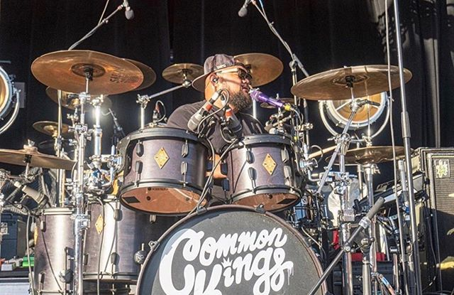 Who else finds it almost impossible to sing and play at the same time? @bigrome_ from @commonkings crushing it on his Satin black #battlefielddrums kit.