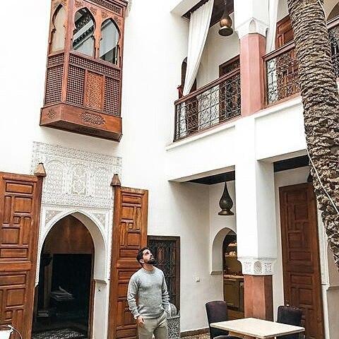 Tranquility at Riad Zamzam. #marrakechriads #guesthouse #guesthousemarrakech #marrakechartwork #riadmorocco #designmarrakech #woodworkmarrakech #tilesmosaic